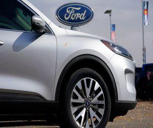 النقص في أشباه الموصلات يخفض إنتاج السيارات