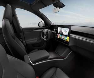 تيسلا تكشف عن سيارة Model S المعاد تصميمها