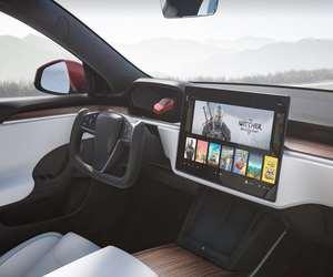 Model S تنتقلتلقائيًا بين الوقوف والرجوع والقيادة