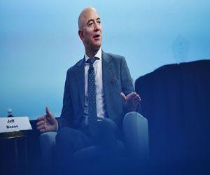 رئيس ومؤسس Amazon  جيف بيزوس  سيتنحى عن منصبه ل آندي...