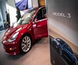 إيلون ماسك: لا تشتري سيارة تيسلا أثناء منحدر الإنتاج