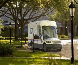 USPS تكشف عن شاحنة البريد الجديدة مع خيار المحرك الك...