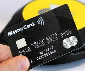 سامسونج وماستركارد تطوران بطاقة دفع ببصمة الإصبع