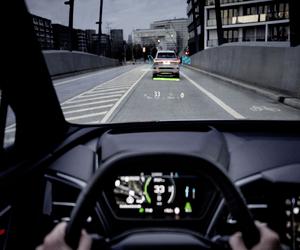 Audi تستعرض تقنية الواقع المعزز في سيارتها الكهربائي...