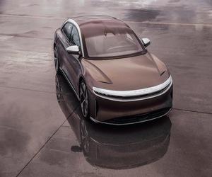 لوسيد أير أول سيارة في العالم مزودة بنظام دولبي أتمو...