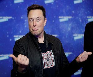 رئيس شركة #Tesla  إيلون ماسك ينفي استخدام السيارة ال...