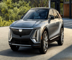 Cadillac تكشف عن أول سيارة كهربائية بشكل كامل مع شاش...