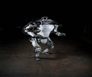 فيديو : الروبوت Atlas قادر على التغلب علينا بالحركات البه...