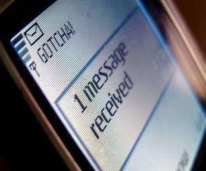 الرسائل النصية القصيرة SMS تحتفل باليوبيل الفضي وتنتظر مس...