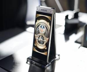 سامسونج تزيح الستار رسمياً عن هاتفها W2018