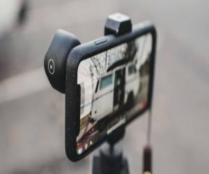 Moment تقدم حافظات آيفون X تُضيف ميزة إضافة عدسة كاميرا ق...