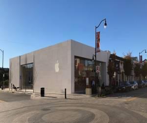 متجر أبل في بورلينغامي-كاليفورنيا يُعاد افتتاحه بعد تجديد...