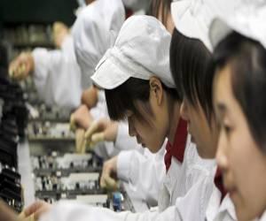 شركة Foxconn تحت الملاحقة القانونية لتوظيف طُلاّب في خطوط...