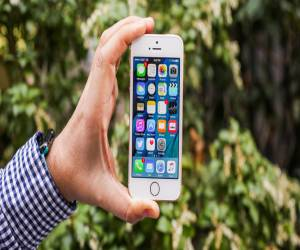 تقرير جديد يقترح قدوم خليفة الهاتف iPhone SE في الربع الأ...