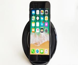 تحديث iOS 11.2 يسرع من الشحن اللاسلكي في هواتف آيفون الجديدة
