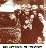 Saint Maria's mother at the canonization