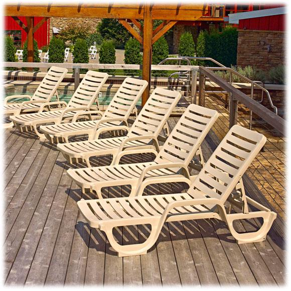 Grosfillex bahia chaise national hospitality for Bahia chaise lounge