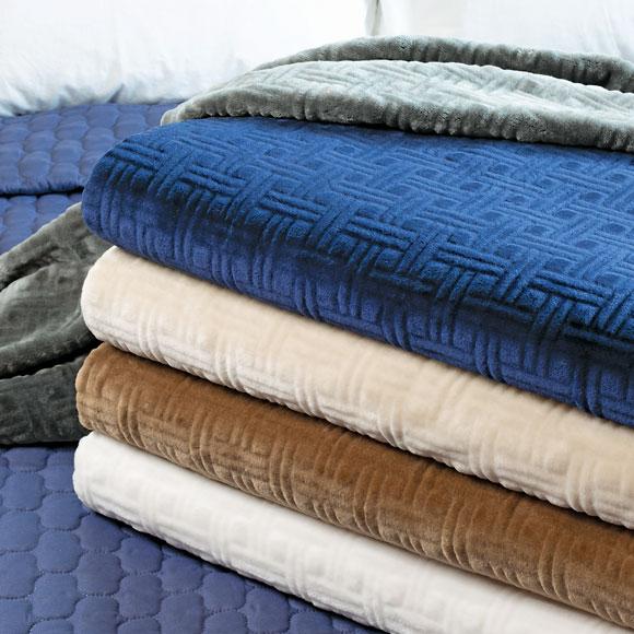 LodgMate 100% Polyester Sculptured Plush Blankets