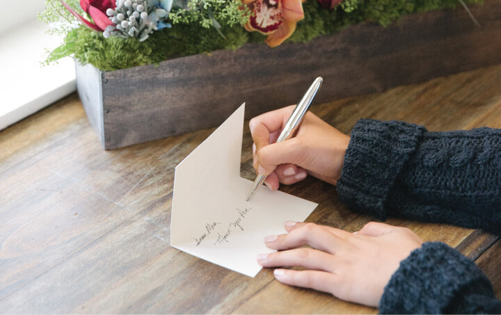 how to write a thank you card How to write a thank you letter instead, you can start on the right half or bottom half of the card and write a letter that fills just half the card.