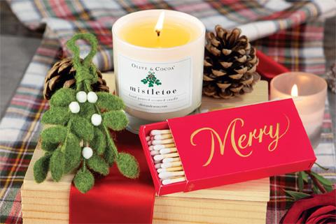Olive & Cocoa Mistletoe And Ornament