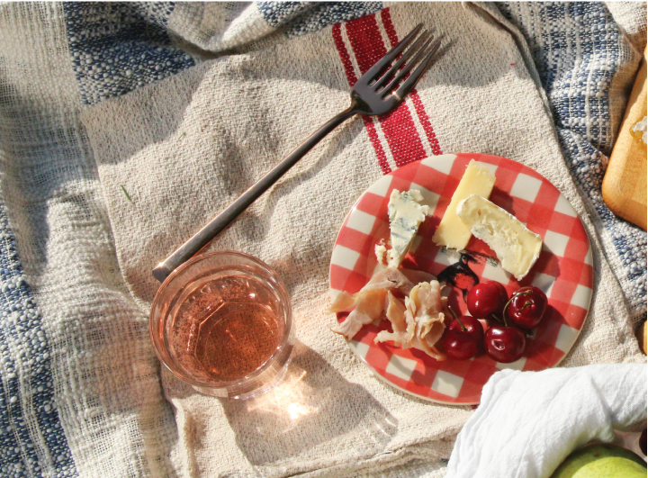 How to Plan a French Inspired Picnic