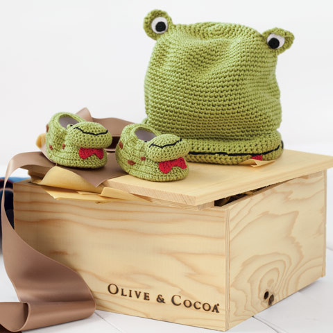 Oliver Frog Hat & Booties