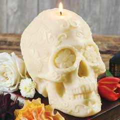 Blanc Macabre Skull Candle
