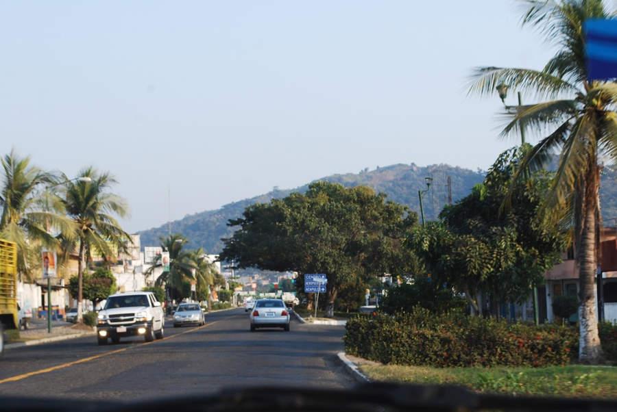 Entrada principal a la ciudad de Zihuatanejo