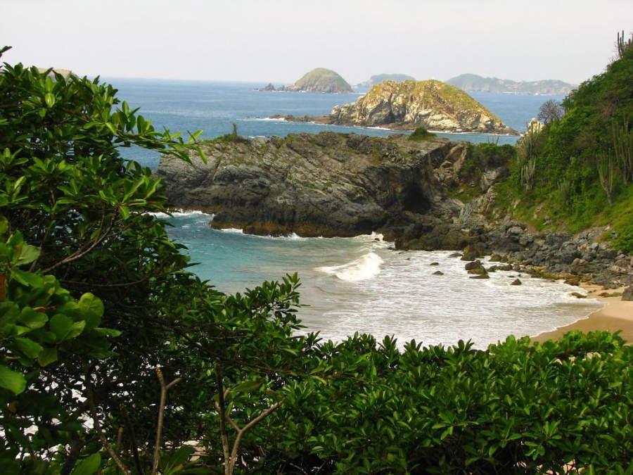 Disfruta paisajes paradisíacos en las playas de Zihuatanejo