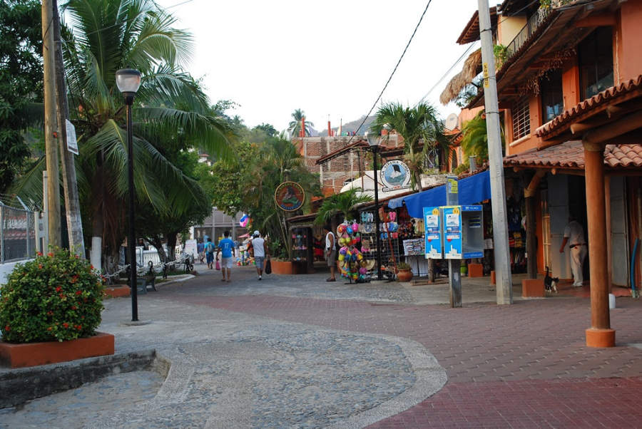 <p>Typical street ofZihuatanejo, Guerrero</p>