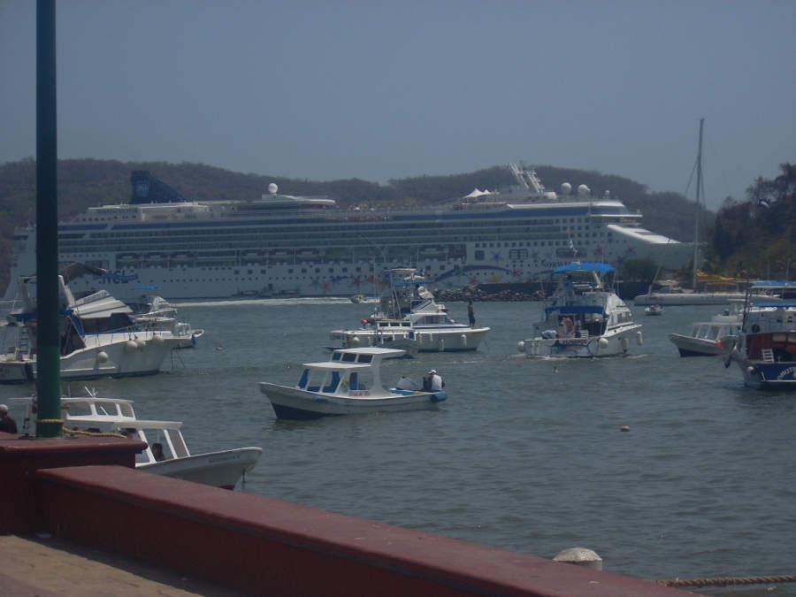 Arribo de crucero en Zihuatanejo