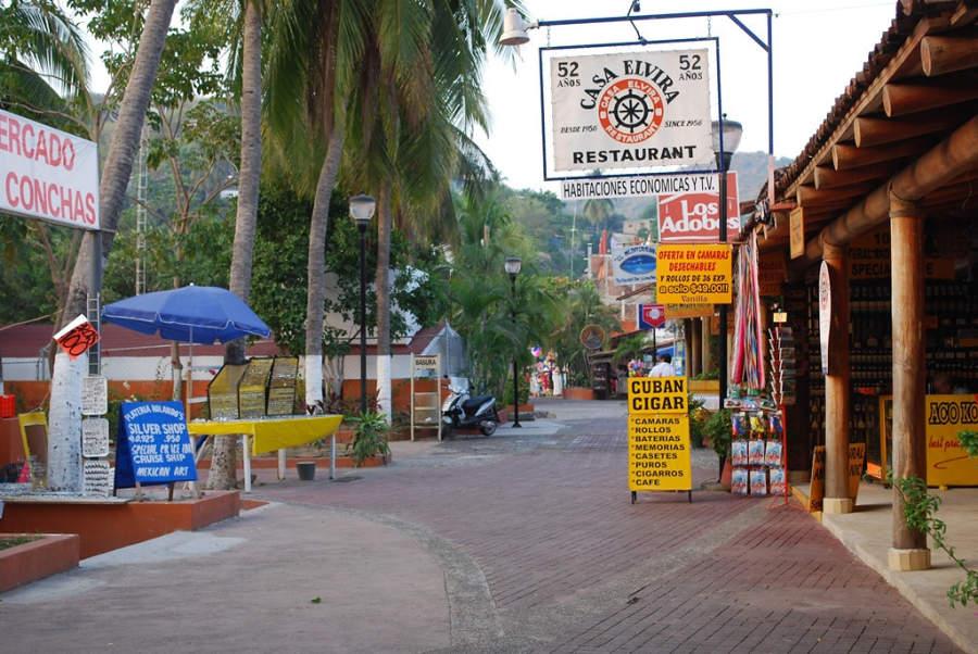 <p>Boardwalk of Zihuatanejo, Mexico</p>