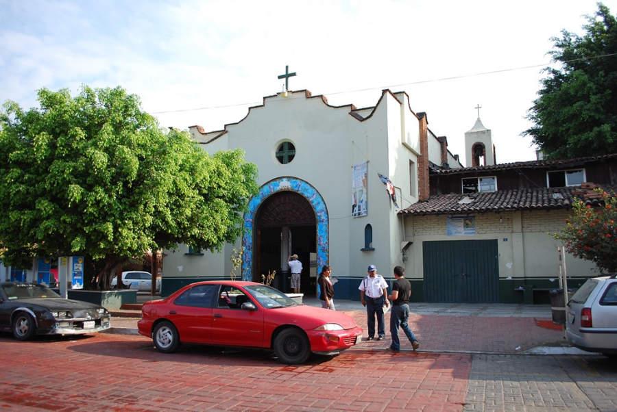 <p>Parish of Santa Maria de Guadalupe in Zihuatanejo</p>