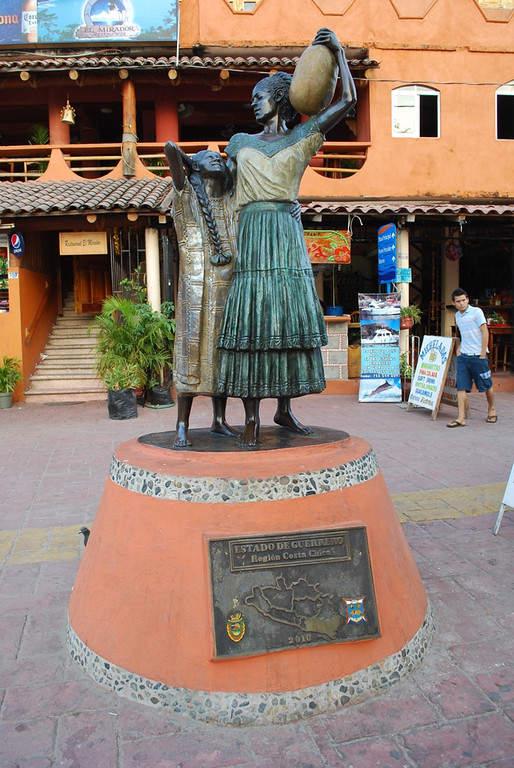<p>Statueon the streets of ZihuatanejorepresentingCosta Grande</p>