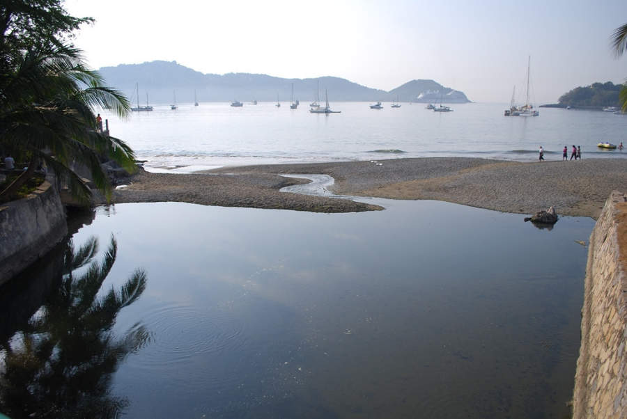 <p>Zihuatanejo is a touristplace famous forits beaches</p>