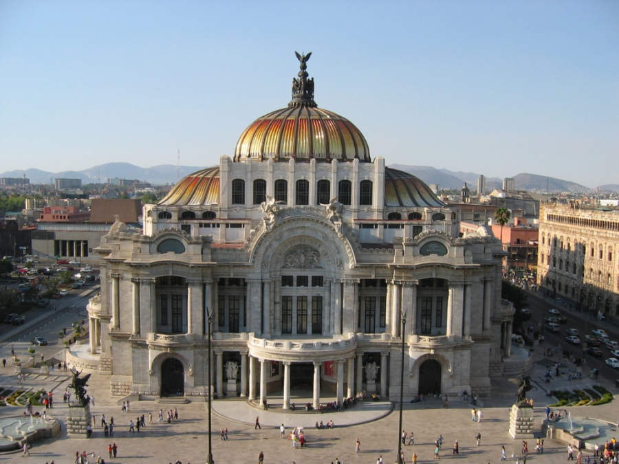 <p>Palace of Fine Arts boasts Carrara marble facades</p>