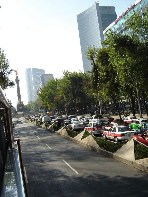 <p>Paseo de la Reforma is a major avenue of Mexico City</p>