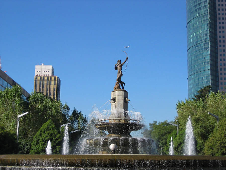 <p>Fountain of Diana the Huntress on Paseo de la Reforma</p>
