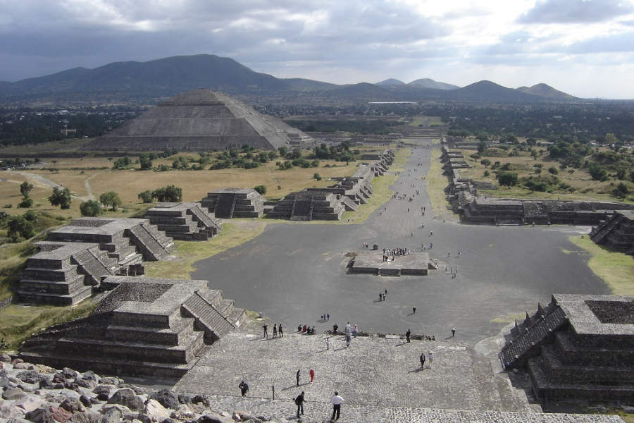 <p>Teotihuacan is 50 kilometers (30 mi) from Mexico City</p>