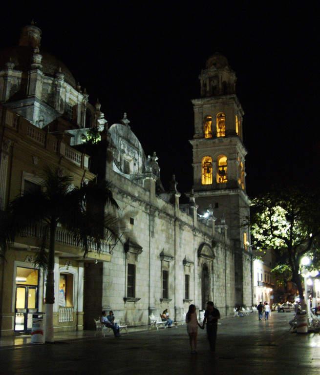 <p>Dusk in the historic center of Veracruz</p>