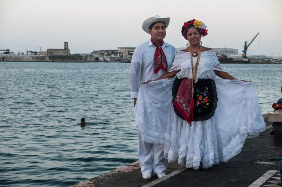 <p>Typical costume of Veracruz</p>
