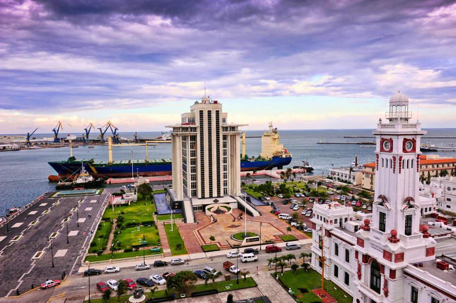 <p>Panoramic view of the Port of Veracruz</p>