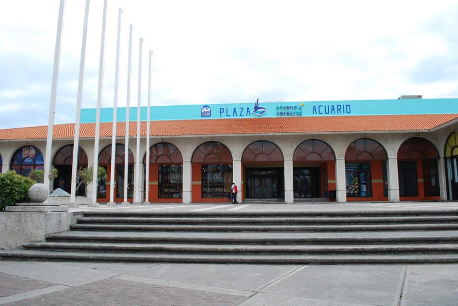 <p>Entrance to the Veracruz Aquarium</p>
