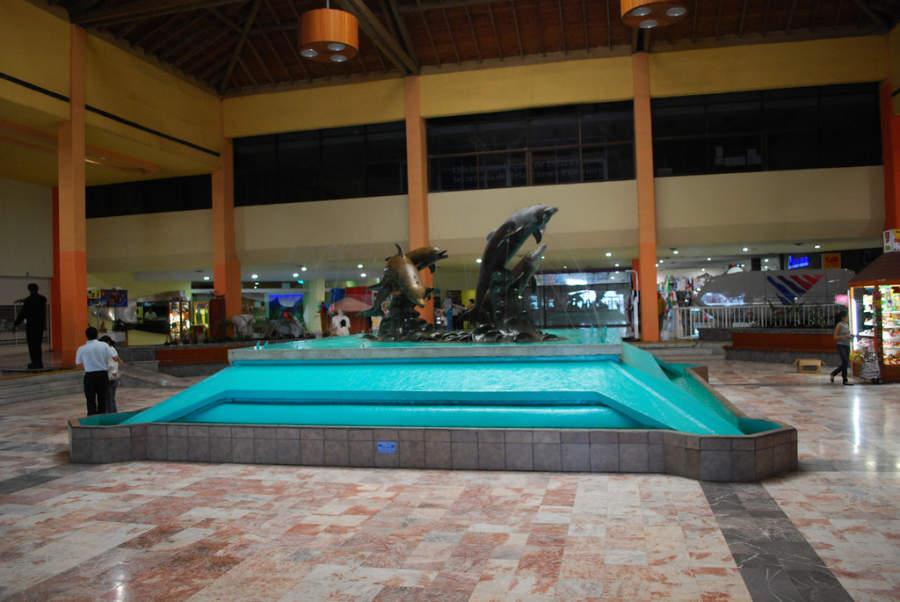 <p>Fountain atthe square ofthe Veracruz Aquarium</p>