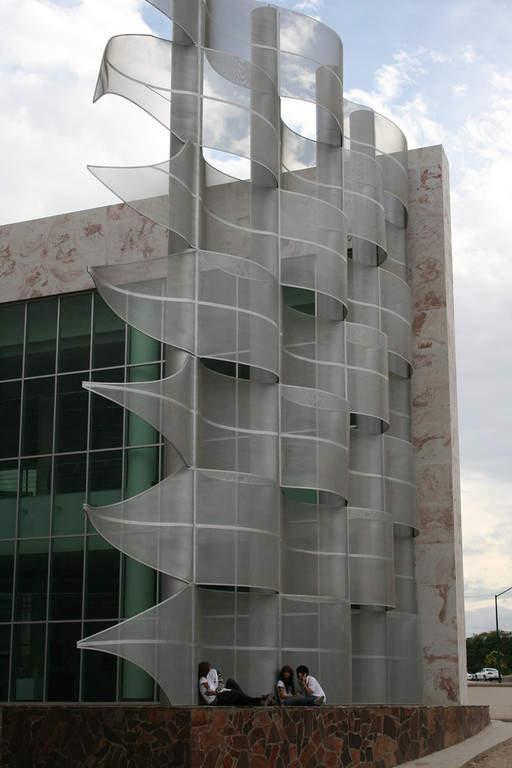 Fachada de estilo moderno del Museo de Arte en Hermosillo