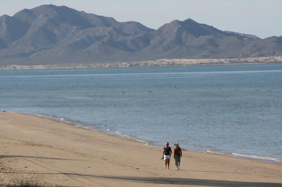Bahía de Kino está a 100 kilómetros de Hermosillo