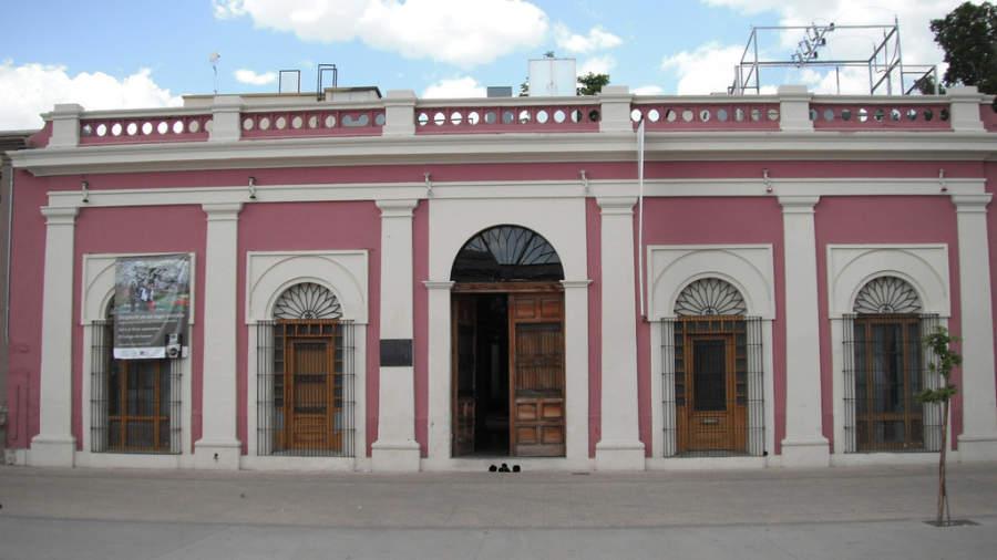 Fachada del Colegio de Sonora en Hermosillo