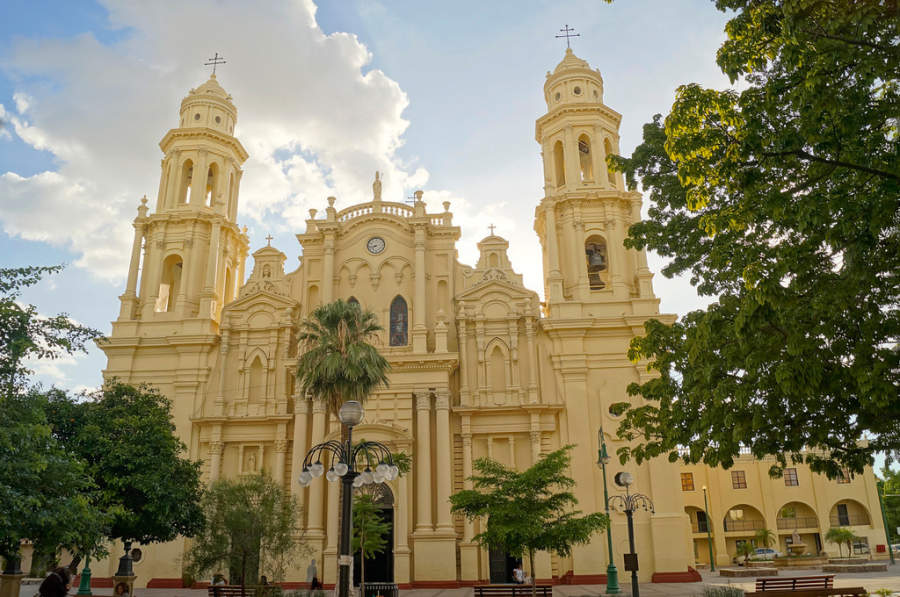 <p>Exterior view of the Assumption Cathedral in Hermosillo</p>