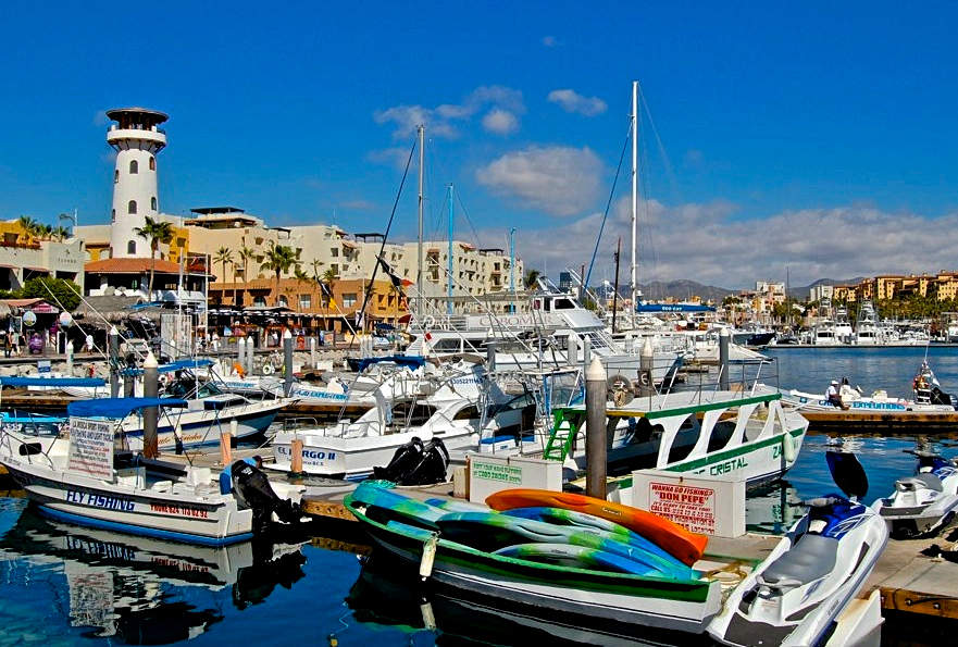 <p>All kinds of boats arrive at Marina Cabo San Lucas</p>