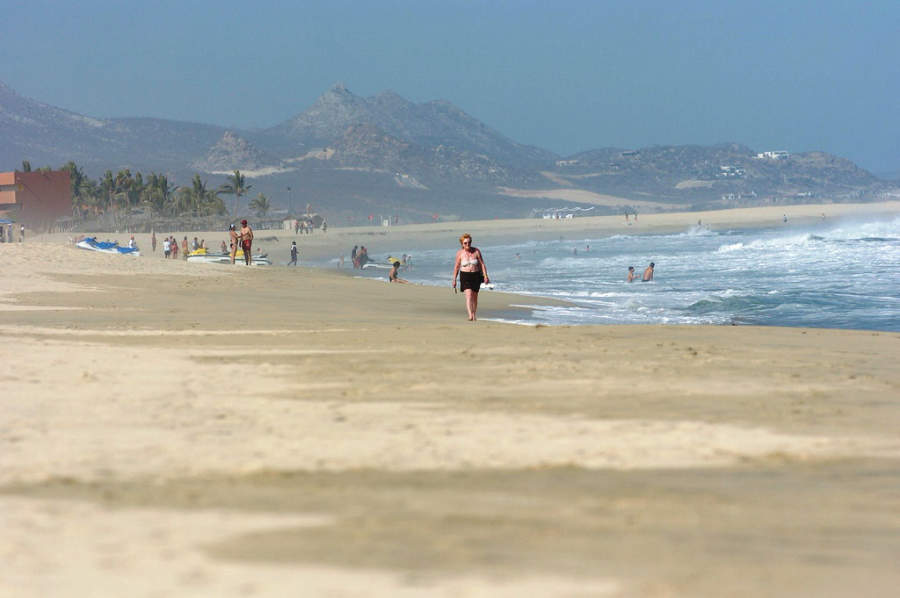 <p>Enjoy the fine sand beaches of Los Cabos Tourist Corridor</p>